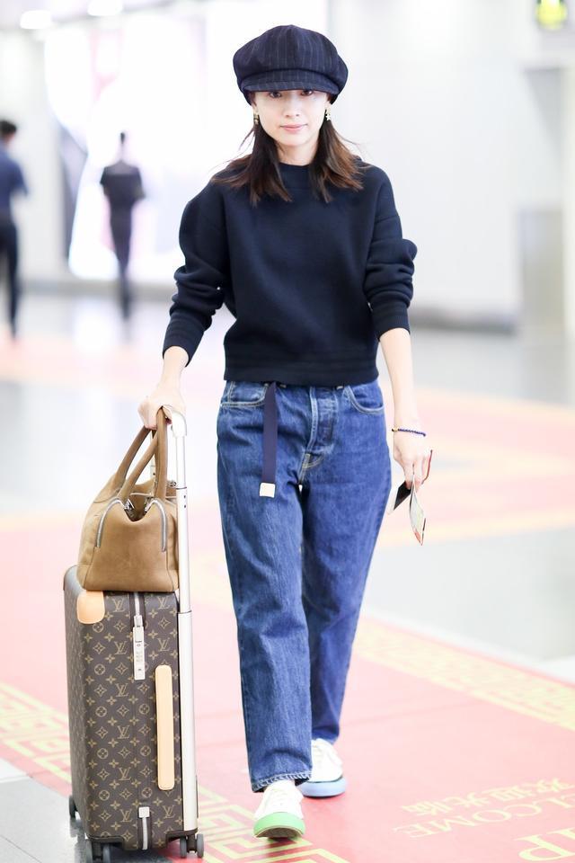 董洁机场牛仔裤