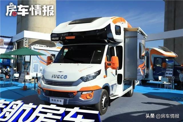进口依维柯底盘售价亲民,最大载重6.5吨,自带标间和大床房