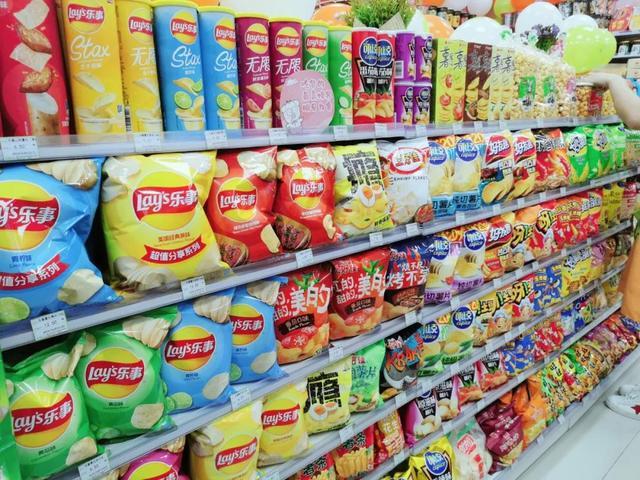 超市堆头饼干形象图片