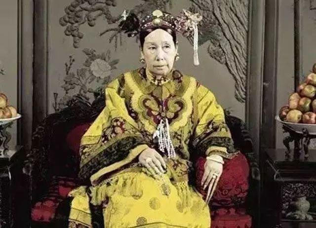 慈禧后人身价500多亿,拥有北京内环整条街,她不上桌全家不开饭