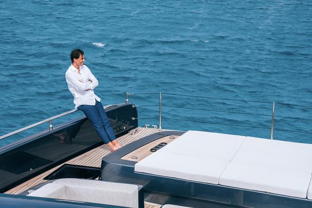 """与""""红土之王""""拉菲尔·纳达尔一起登上奢华双体游艇""""大白鲨""""号"""