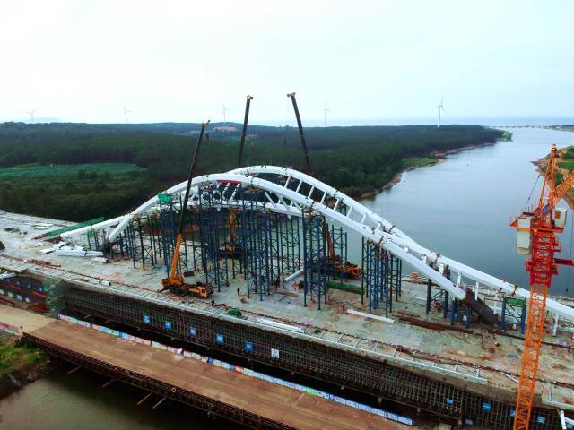 威海首座大型景观桥梁主桥钢拱肋合龙!还有西部环山路最新进展