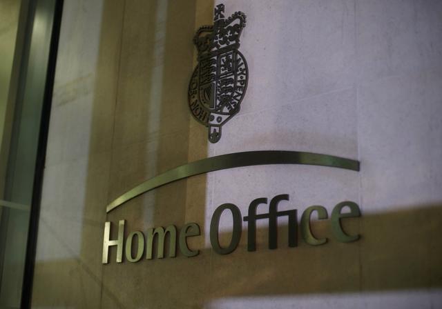 费尽千辛万苦逃到英国,却在英国染上新冠,难民一怒要告英国政府