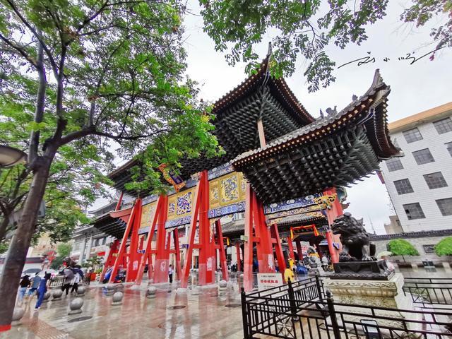 郑州城隍庙的大殿图片
