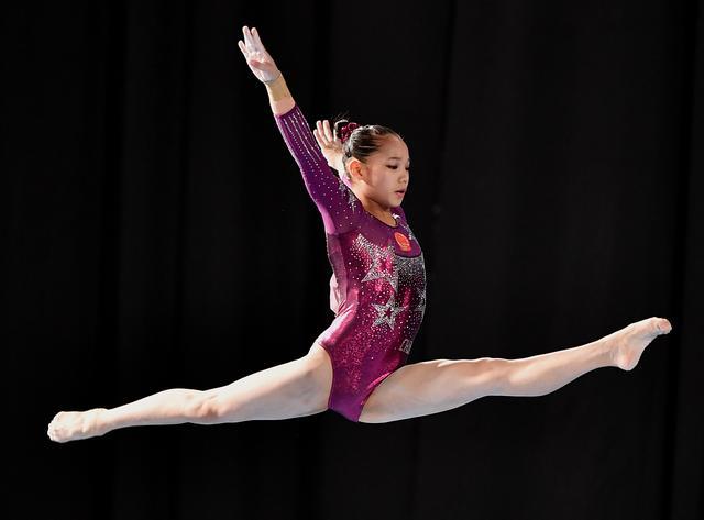 「青奥会」(2)体操——中国选手唐茜靖平衡木夺冠