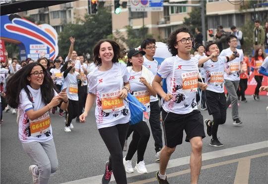 2018成都国际马拉松开赛!用脚步丈量新成都,梦想赛出新高度!