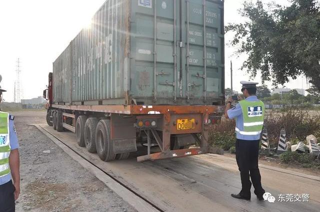 """直击货车违法整治现场别让祸从""""货""""起"""