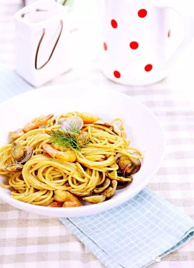海鲜意大利面,十分钟就能搞定的快手意大利面,好吃到逆天!