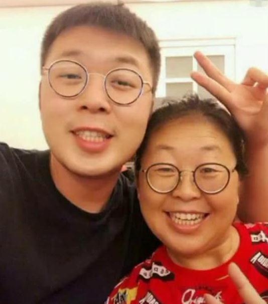 看了王祖蓝和他妈妈的照片,我才知道母亲的基因这么强大_腾讯网