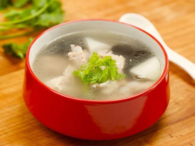 炖排骨汤好喝有诀窍,教你一道炖排骨汤的做法,家常简单又营养