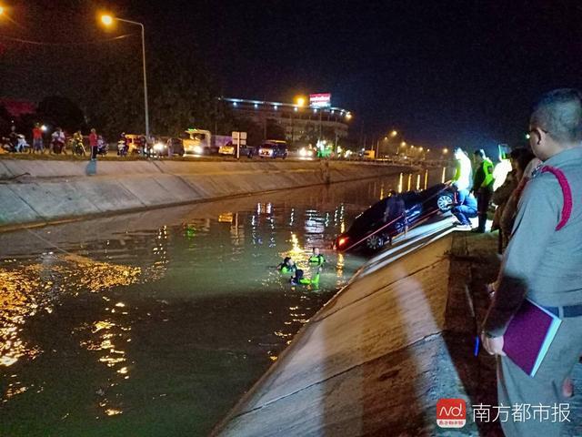 泰国载中国游客旅游巴士车轮滑脱致车祸 无人伤亡