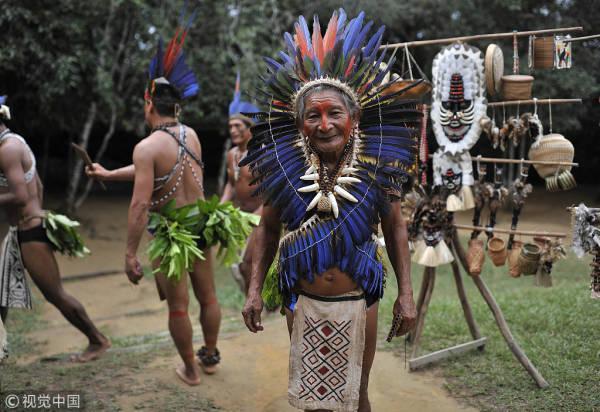 巴西原始部落女人图片