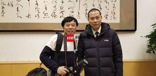"""川航""""英雄机组""""机长刘传健 现身央视2019年春晚现场受追捧"""