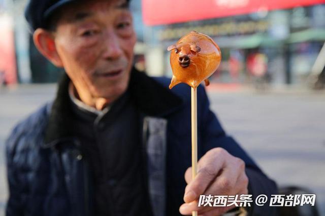 75岁的他吹了59年糖人,40多个年都是在街头过的