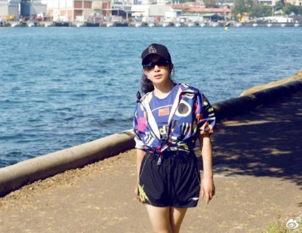 刘晓庆性感图片大腿