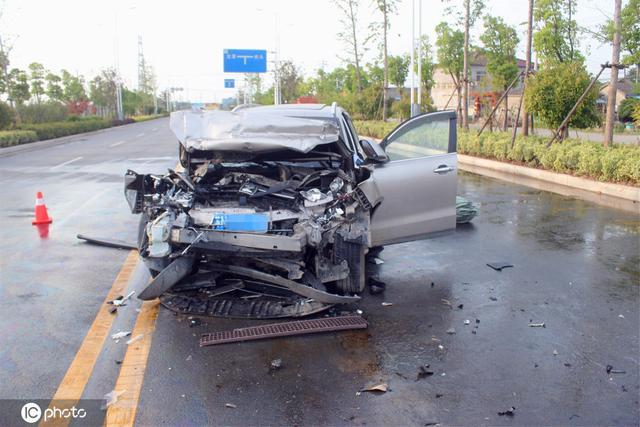 车祸现场图片白