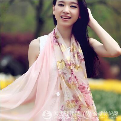 夏天丝巾的系法