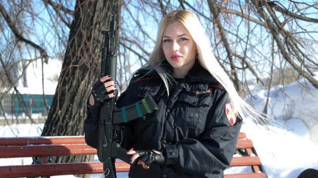 """俄罗斯""""最美近卫军女兵"""",集美貌与战斗力于一身,粉碎""""花瓶女兵""""流言"""