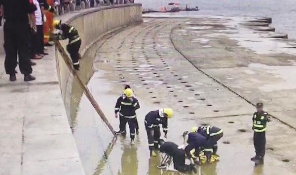 大連星海廣場百年城雕附近發生意外事故 一男子摔下5米高海邊大壩中國經濟網