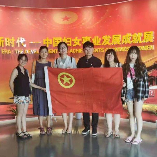 彭丽媛与丹麦女王共同参观中国妇女儿童博物馆(图)-中新网
