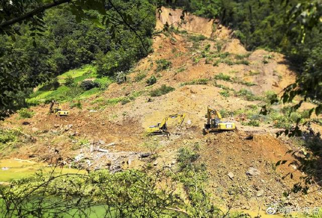 叙永山体滑坡12人被埋已救出11人 一组航拍图还原滑坡现场