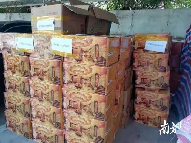 广州酒家月饼 蛋黄白莲蓉 (蛋黄纯白莲蓉月饼750g)-什么值得买