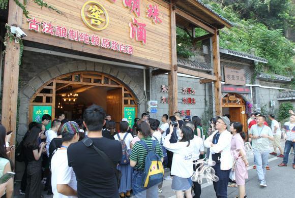 老重庆都知道,城里最刚的地方都藏在防空洞里_网易新闻