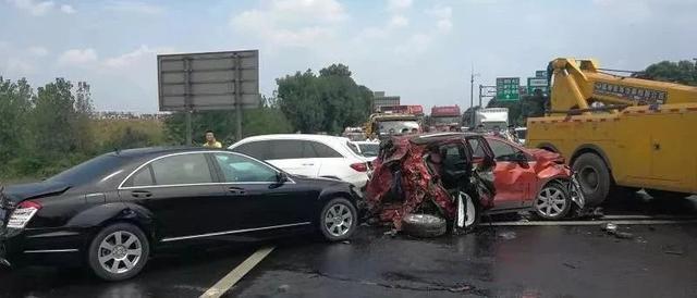 交通一度阻断!成都绕城高速府河桥路段连发生多起事故