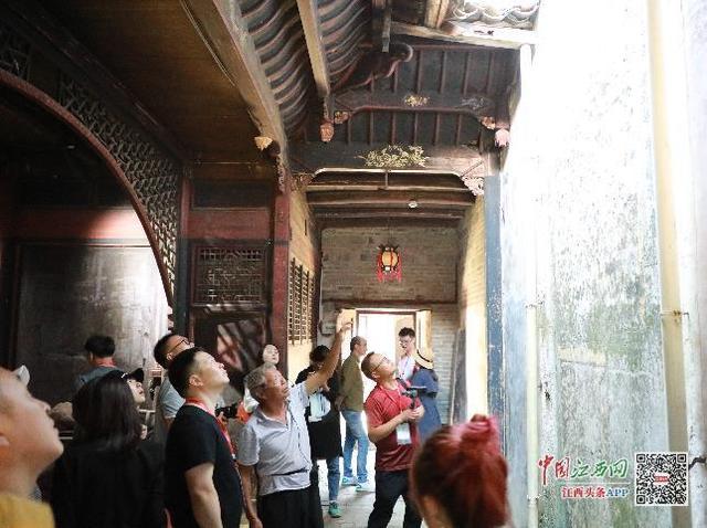 江西吉水县燕坊古村的青砖老屋,明清古建筑102处还有伟人语录