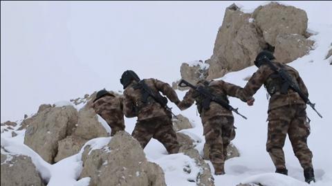 新疆军区河尾滩边防连官兵坚守5418米高寒极地-中新网
