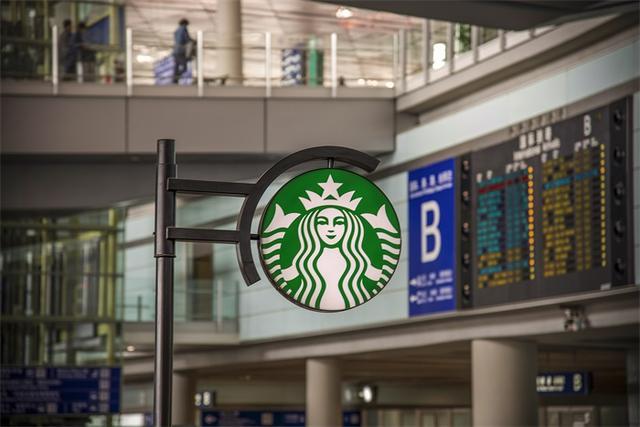 星巴克到底是家什么公司?打着卖咖啡的旗号干副业,狂吸12亿美元