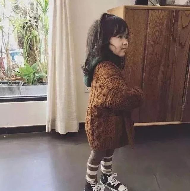 钩针编织圆领幼儿开衫外套,非常的漂亮