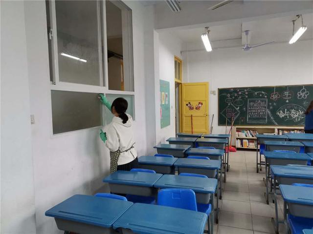 驻马店实验小学清洁消毒校园环境筑牢防线护航开学