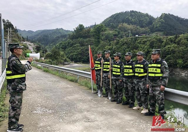 新晃县禾滩镇:民兵应急分队开展防汛应急演练