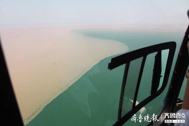 五一假期第一天,在直升机上拍摄的东营黄河入海口