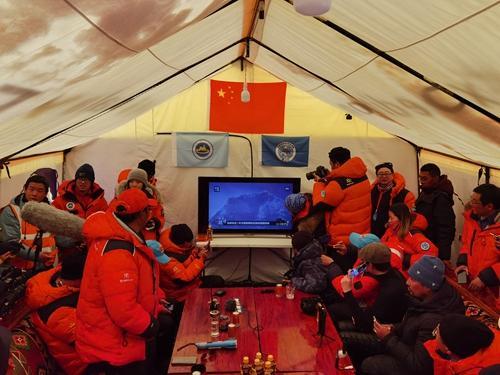 2020珠峰高程测量登山队成功登顶珠穆朗玛峰