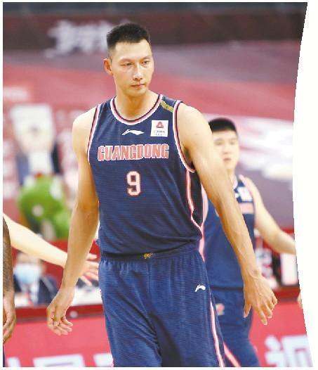 华南虎已经18连胜 易建联也成CBA常规赛篮板王