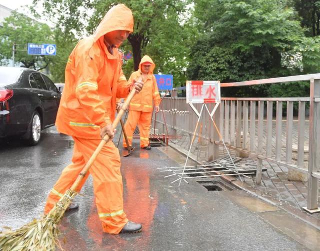 韩立明专题检查调度积淹水点整治和防汛工作
