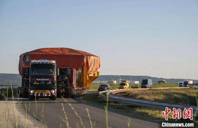 中国研制难度最高的超导磁体抵达ITER现场