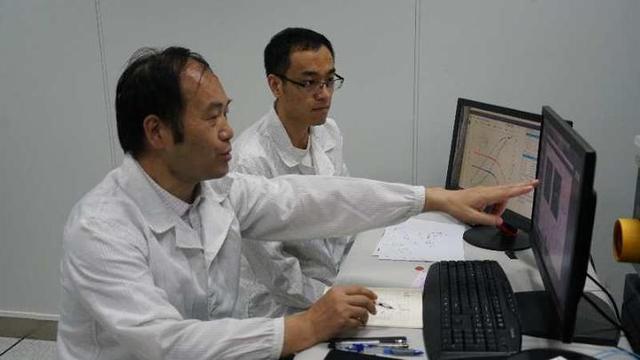 杭电团队成功研发毫米波通信芯片
