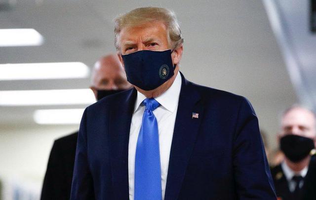 """特朗普终于戴上了口罩,但把错归因于福奇等医学专家!福奇驳斥特朗普:1%死亡率不等于99%病例""""无害"""""""