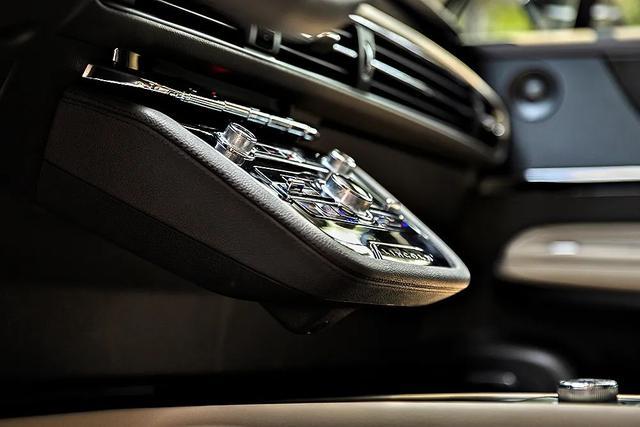 试驾丨全新林肯冒险家:乘坐舒适用料豪华,四驱越野强度一般,车系系统待提升