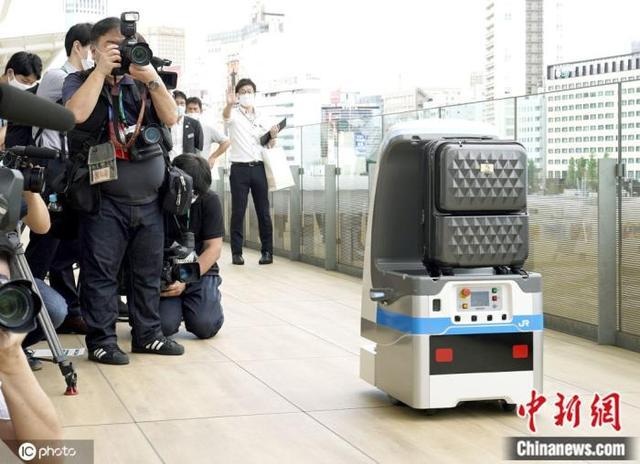 """日本打造""""未来车站""""消毒、送餐机器人将上岗(图)"""