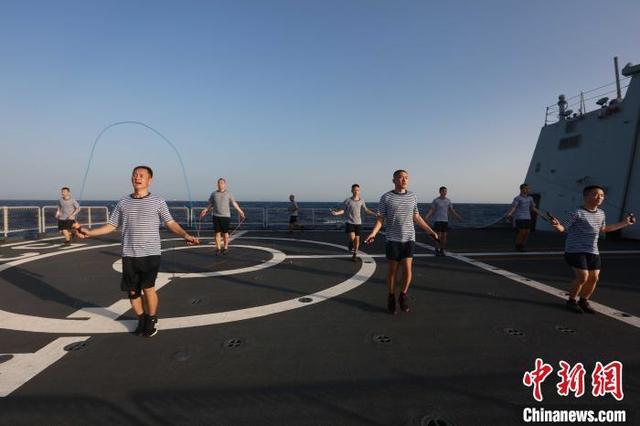 【运动,亦是战斗力——海军第35批护航编队开展群众性体能训练侧记】图3