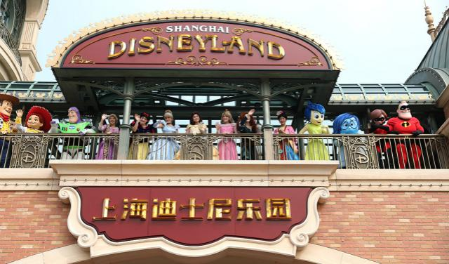 上海迪士尼乐园五周年:雇超1.2万演职人员,疫情前年营收达70亿