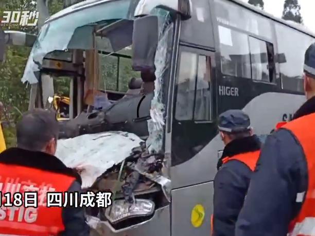 突发|成雅高速路段发生两车追尾事故 大巴车司机当场死亡