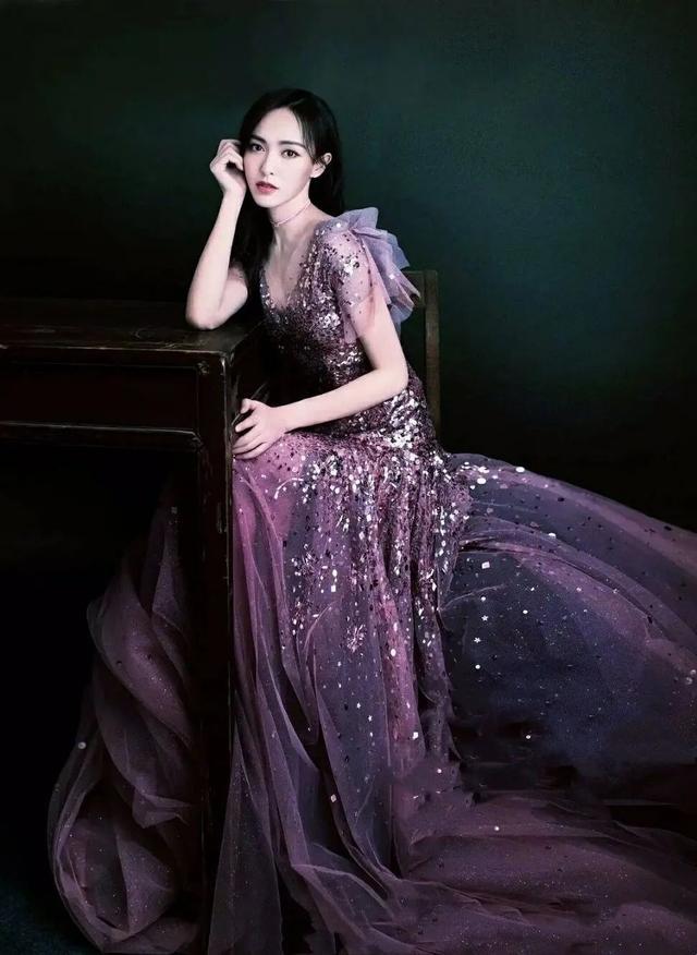 仙气飘飘的礼服裙怎么穿?要想穿出优雅精致美,三点诀窍很重要