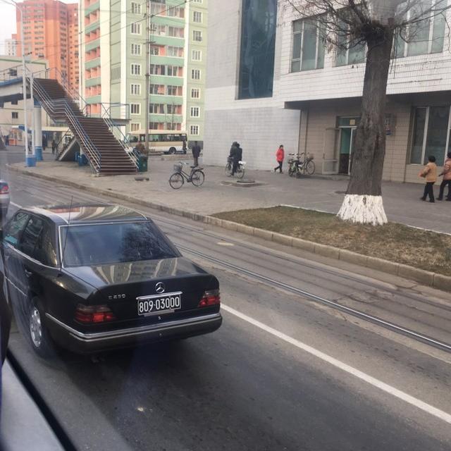 """朝鲜街头豪车_留园网-看看朝鲜街头的四大""""豪车""""-6park.com"""