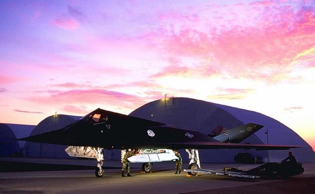 F117再现身,挂载隐身巡航导弹,未来或承担新作战任务