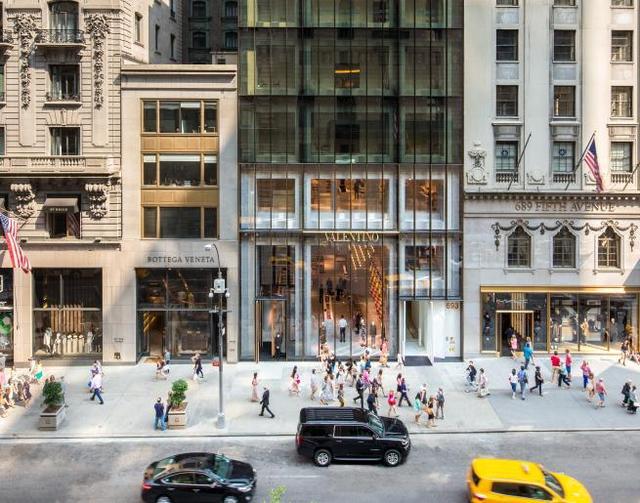 纽约第五大道奢侈品店掀退租风,华伦天奴不惜提告,房东:想得美